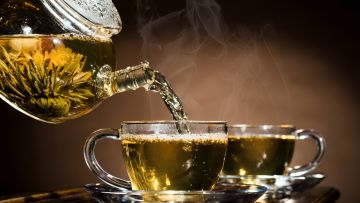 The benefits and harm of black and green tea